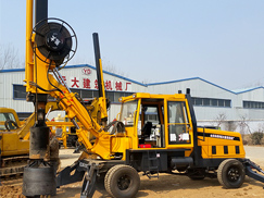 小型轮式旋挖机